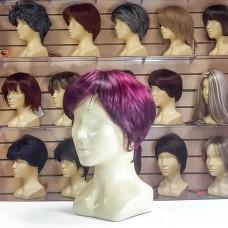 Искусственный парик вишневого цвета